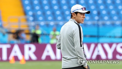 This file photo taken June 22, 2018, shows South Korea national football team head coach Shin Tae-yong during training at Rostov Arena in Rostov-on-Don, Russia. (Yonhap)