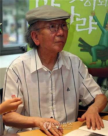 This file photo shows novelist Choi In-hun. (Yonhap)