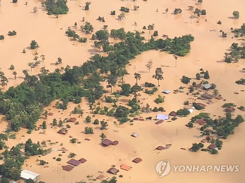 This photo taken on July 23, 2018 shows houses flooded by a collapsed dam in Attapeu province, southeastern Laos. (Yonhap)