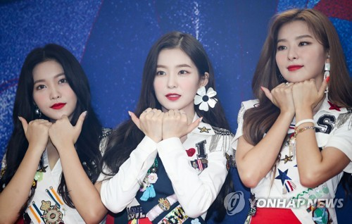 """Red Velvet members demonstrate the choreography of their new summer release """"Power Up"""" during a press conference on Aug. 5, 2018. (Yonhap)"""