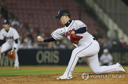 In this file photo from May 1, 2018, Park Chi-guk of the Doosan Bears throws a pitch against the KT Wiz in the top of the seventh inning of a Korea Baseball Organization regular season game at Jamsil Stadium in Seoul. (Yonhap)