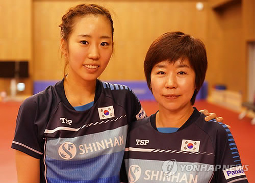 South Korean table tennis player Yang Ha-eun (L) and her mother Kim In-soon, a former junior table tennis star and now a national team manager, pose for a photo at the Jincheon National Training Center in Jincheon, 90 kilometers south of Seoul, on Aug. 8, 2018. (Yonhap)