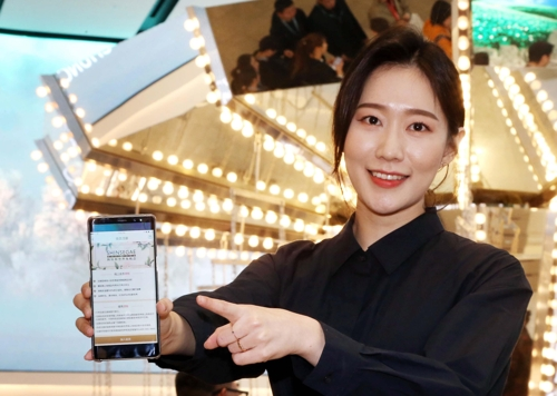 In this undated photo provided by Shinsegae DF Inc., a model shows the company's web page for Chinese consumers. (Yonhap)