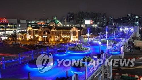 An undated file photo of Seoullo 7017, an elevated park in downtown Seoul that was built in May 2017. (Yonhap)