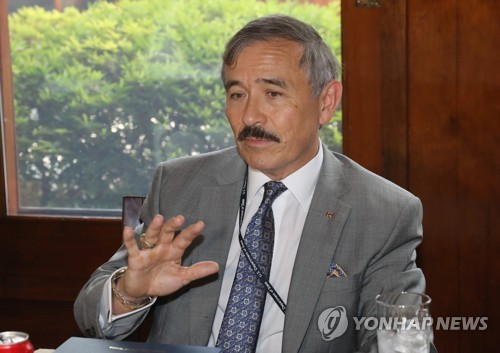 This photo, taken Aug. 2, 2018, shows U.S. Ambassador Harry Harris speaking during a meeting with reporters at his residence in Seoul. (Yonhap)