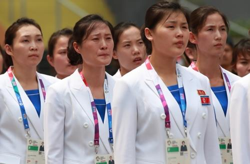 (Asian Games) N. Korean athletes welcomed at athletes' village