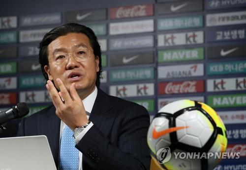 Kim Pan-gon, who heads the national team coach appointment committee at the Korea Football Association (KFA), speaks to reporters at a press conference at the KFA House in Seoul on Aug. 17, 2018. (Yonhap)
