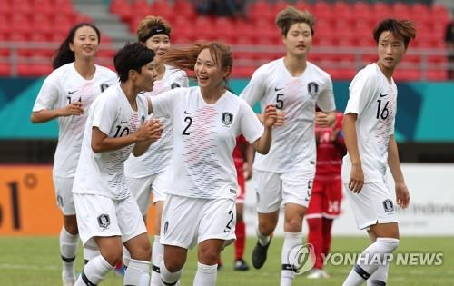 South Korea women's national football team players celebrate after scoring a goal against the Maldives in their Group A match at the 18th Asian Games at Gelora Sriwijaya Stadium in Palembang, Indonesia, on Aug. 19, 2018. (Yonhap)