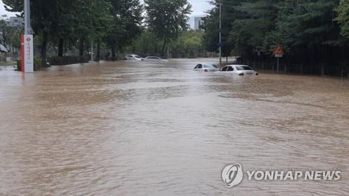 A street in the city of Daejeon is flooded after overnight downpours on Aug. 28, 2018. (Yonhap)