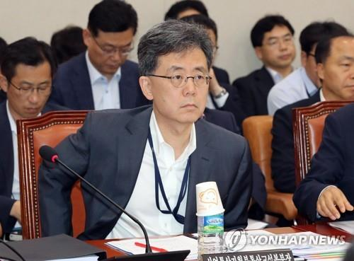 South Korean Trade Minister Kim Hyun-chong attends a parliamentary committee meeting at the National Assembly on Aug. 23, 2018, in this file photo. (Yonhap)