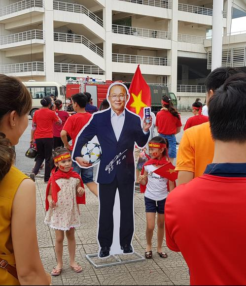 Vietnamese children pose with a cardboard cutout of Park Hang-seo, the South Korean head coach of Vietnam's U-23 national football team, in Hanoi on Sept. 3, 2018. (Yonhap)
