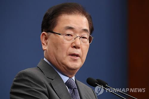 Chung Eui-yong, chief presidential security adviser, speaks during a press conference at the presidential office Cheong Wa Dae on Sept. 6, 2018. (Yonhap)