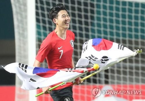 In this file photo from Sept. 1, 2018, South Korean men's football forward Son Heung-min celebrates the team's 2-1 victory over Japan in the gold medal match of the 18th Asian Games at Pakansari Stadium in Cibinong, Indonesia. (Yonhap)