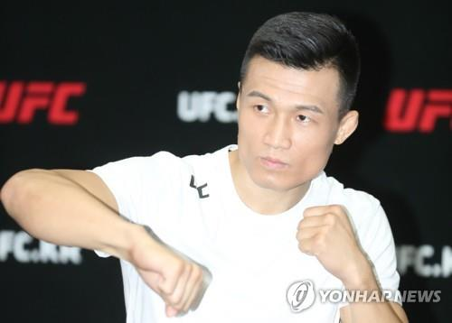 South Korean mixed martial arts (MMA) fighter Jung Chan-sung, better known as the Korean Zombie, trains at a gym in Seoul on Sept. 19, 2018. (Yonhap)