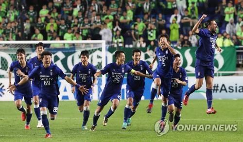 (LEAD) Suwon edge past Jeonbuk on penalties to reach AFC Champions League semis