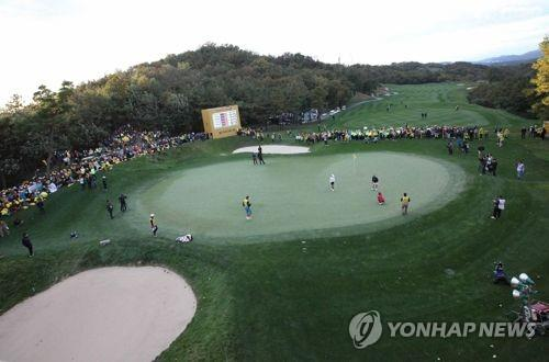 This undated file photo provided by the Korea LPGA (KLPGA) Tour shows a KLPGA tournament underway in South Korea. (Yonhap)