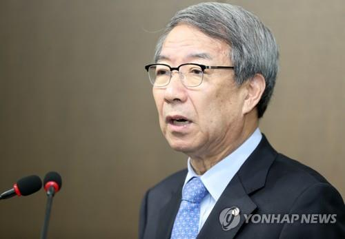In this file photo from Sept. 12, 2018, Chung Un-chan, commissioner of the Korea Baseball Organization (KBO), speaks during a press conference at the KBO headquarters in Seoul. (Yonhap)