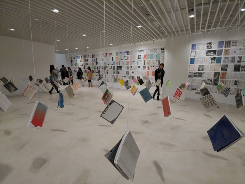 """This collection of the famed architectural journal """"OASE"""" is installed at Platform-L Contemporary Art Center in southern Seoul on Oct. 11, 2018. (Yonhap)"""