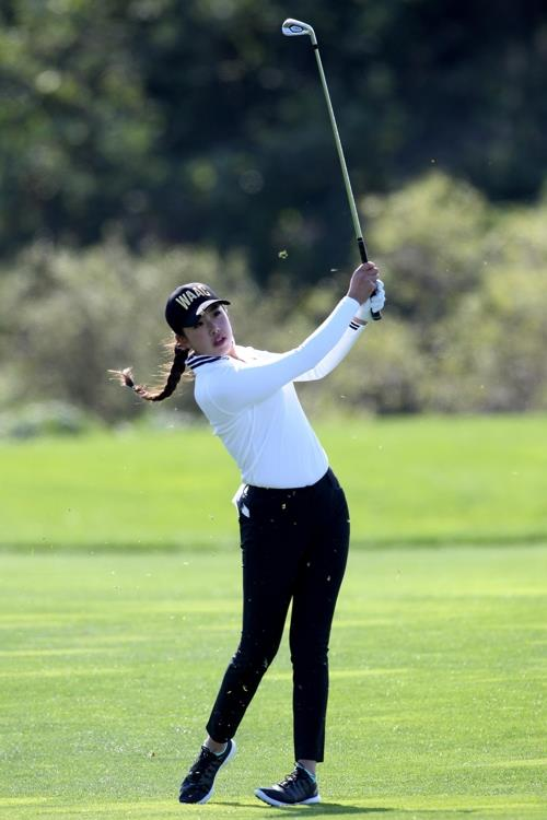 Yealimi Noh of the United States hits a shot during the first round of the LPGA KEB Hana Bank Championship at Sky 72 Golf Club's Ocean Course in Incheon, 40 kilometers west of Seoul, on Oct. 11, 2018, in this photo courtesy of the tournament organizers. (Yonhap)