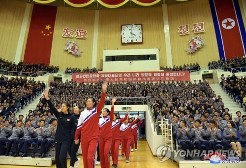 Women's basketball players from North Korea and China enter the Ryugyong Jong Ju Yong Indoor Stadium in Pyongyang on Oct. 10, 2018, for a friendly match. (For Use Only in the Republic of Korea. No Redistribution) (KCNA-Yonhap)