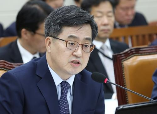 (LEAD) Seoul to announce fuel tax cut next week to counter price hikes