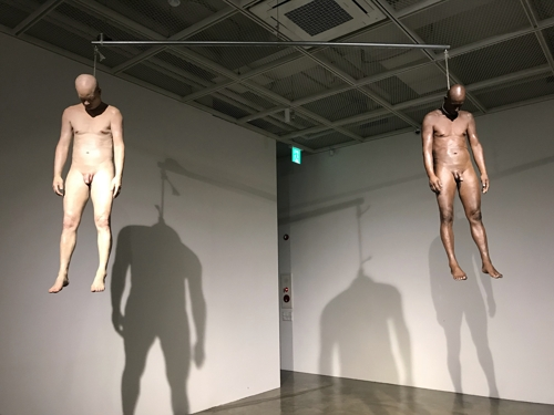 """This photo courtesy of Artside Gallery in Seoul shows """"The Equilibrium of Inequality"""" by Han Hyo-seok. (Yonhap)"""