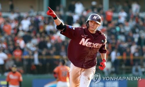 (LEAD) Nexen Heroes push Hanwha Eagles to brink in baseball postseason
