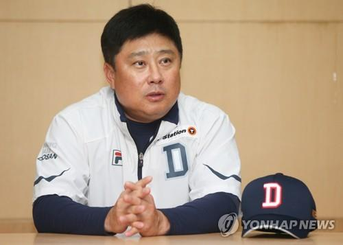 Kim Tae-hyung, manager of the Doosan Bears, speaks to reporters at SK Happy Dream Park in Incheon, 40 kilometers west of Seoul, on Nov. 8, 2018. Game 4 of the Korean Series against the Doosan Bears was rained out and will be played at the same venue on Nov. 9. (Yonhap)