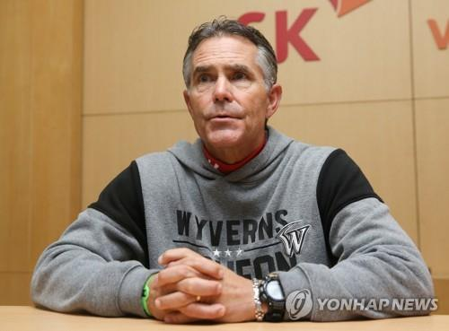 Trey Hillman, manager of the SK Wyverns, speaks to reporters at SK Happy Dream Park in Incheon, 40 kilometers west of Seoul, on Nov. 8, 2018. Game 4 of the Korean Series against the Doosan Bears was rained out and will be played at the same venue on Nov. 9. (Yonhap)