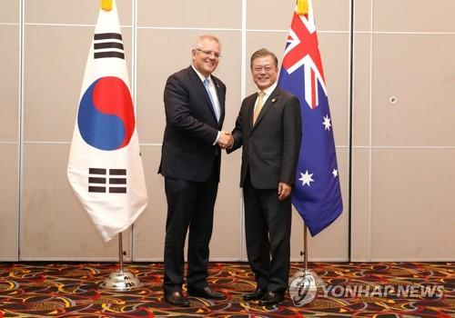 (LEAD) Moon meets Australian PM, vows to maintain ties