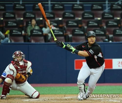 (LEAD) Teen slugger voted top rookie in S. Korean baseball