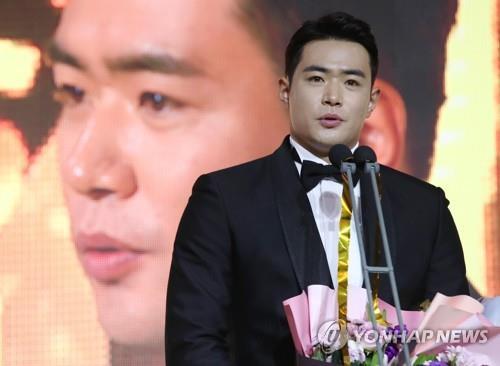 (LEAD) Home run king crowned MVP in S. Korean baseball