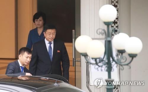 (4th LD) (US-NK summit) N. Korean, U.S. envoys hold additional talks on summit agenda