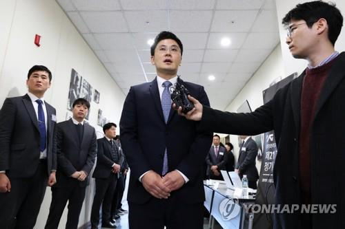(LEAD) YG Entertainment chief vows full cooperation with investigations