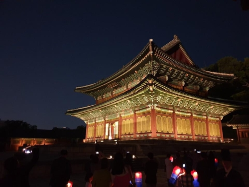 (Yonhap Feature) Moonlit nocturnal stroll at UNESCO-recognized royal palace in Seoul