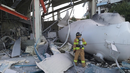 (2nd LD) Hydrogen tank explosion kills 2 in Gangneung