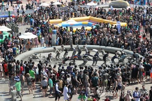 Mud festival begins in S. Korea's Boryeong