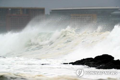 (3rd LD) Korea's southern regions on alert for typhoon