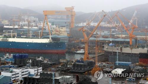 (LEAD) Daewoo Shipbuilding's Q2 net down 30 pct on base effect