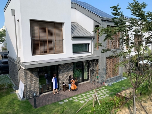 (Yonhap Feature) Seoul seeks solar panel homes to combat climate change