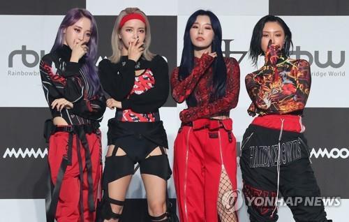 Mamamoo drops 2nd full-length album, 'reality in BLACK'