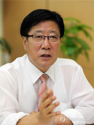Le maire de Chuncheon Choi Dong-yong lors d'une interview accordée à l'agence de presse Yonhap