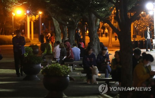 Des citoyens à Ulsan sont réfugiés dans un parc après que des secousses sismiques de magnitude 4,5 sont survenues dans la partie sud-est du pays