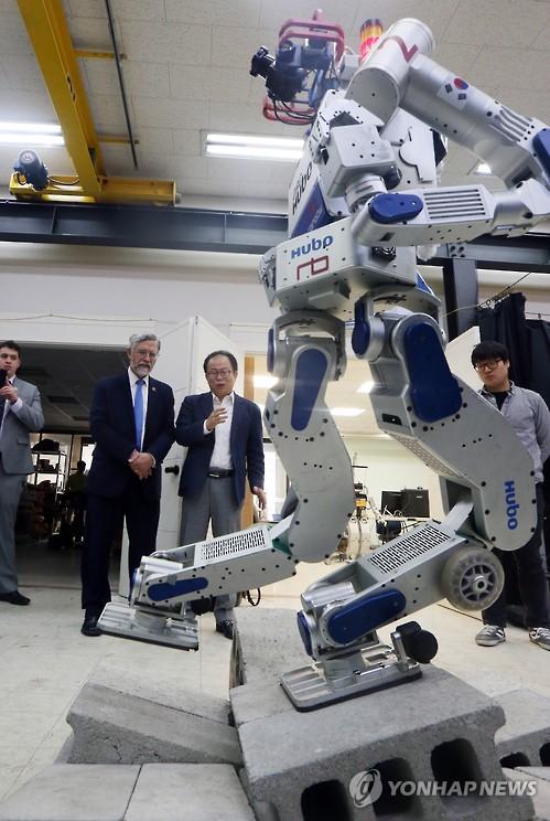 Hubo, robot humanoïde développé par la Corée du Sud.