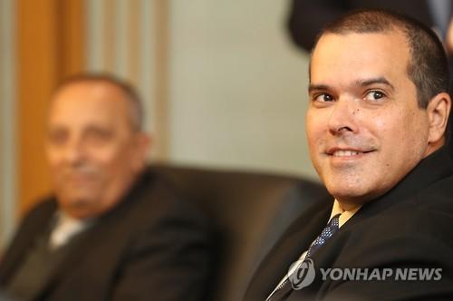 Le président de l'agence cubaine Prensa Latina (PL), Luis Enrique González Acosta, lors d'une interview accordée à l'agence Yonhap à Séoul, le 14 novembre 2016