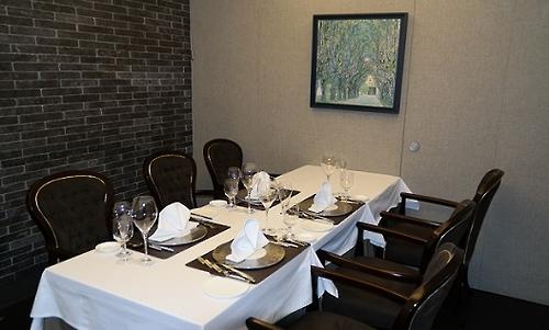 Une salle du restaurant L'Amitié