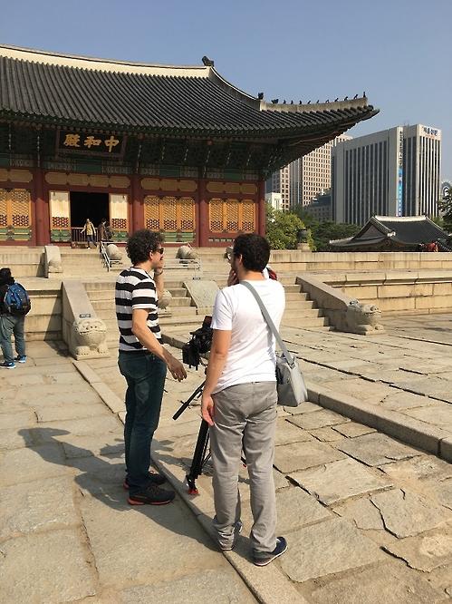 L'équipe de l'émission de «A l'Affiche !» lors du tournage à Séoul en octobre 2016 (Photo fournie par Lefort)