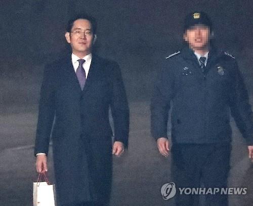 Lee Jae-yong quitte le centre de détention de Séoul, à Uiwang, le 19 janvier 2017.
