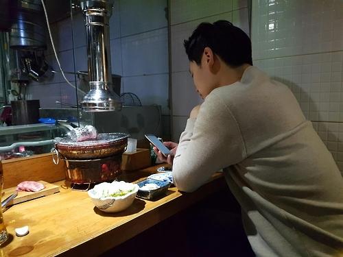 Un restaurant coréen offre une grillade réservée à une seule personne (Photo d'archives)