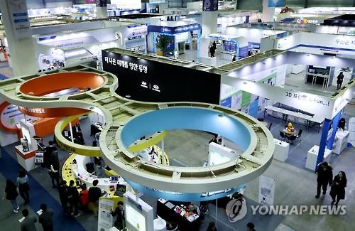 Salon dédié aux produits fabriqués par les jeunes pousses (Photo d'archives Yonhap)